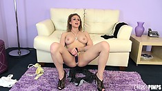 Cutie Madison Fox does a live performance of toying her crotch