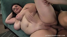 Plumper brunette slut Joslyn Underwood gets power jammed in her pussy