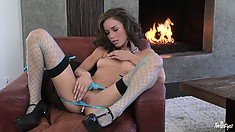 Petite brunette babe is still the best play pussy games by the fire