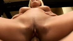 Janice Greer starts sucking Pablo Escobar's cock and he finishes in her mouth