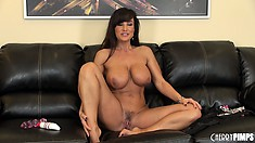 Ripped as fuck cougar chills after making herself cum with a toy