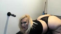 BBW solo satisfaction on webcam