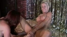 Tabitha Stevens and her gorgeous girlfriend please each other on stage
